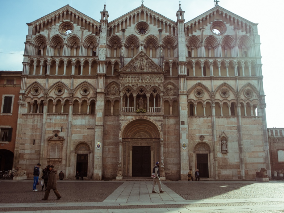 Ferrara Cathedral, Front